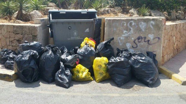 The huge pile of rubbish collected.