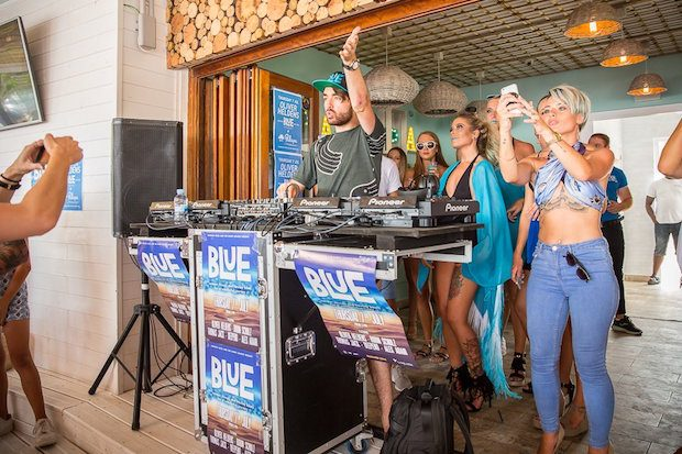 Oliver Heldons playing at Palapa ahead of the Blue Party