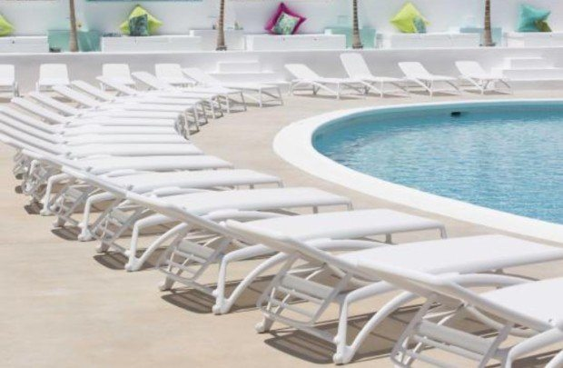 Beach Star Ibiza - Relax around the pool area